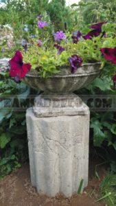 Подставка под вазу в виде колонны