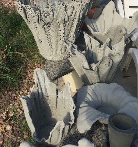 ваза из ткани и цемента