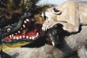 Бетонные скульптуры крокодила и львицы