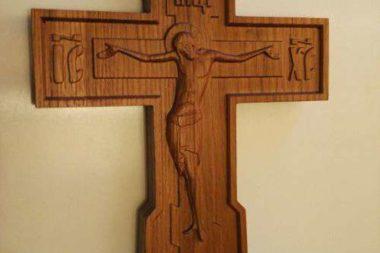 деревянный резной крест