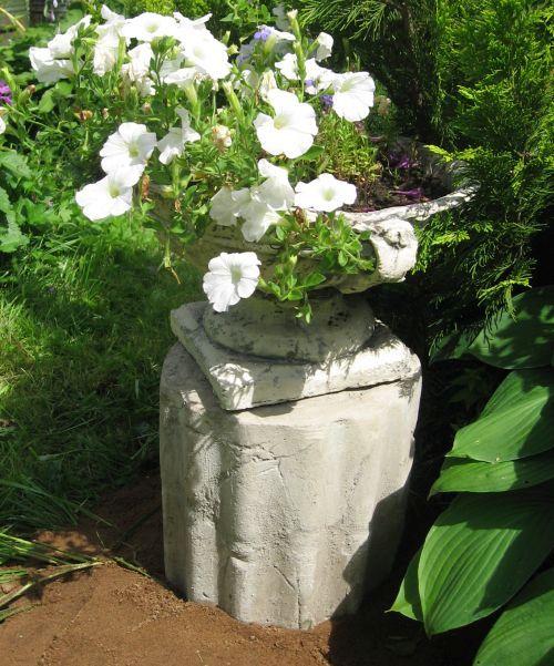 поделки из цемента - подставка под вазу