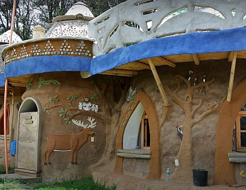 сферический дом с украшением
