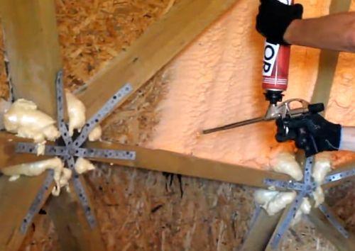 утепление купольного дома с помощью пистолета