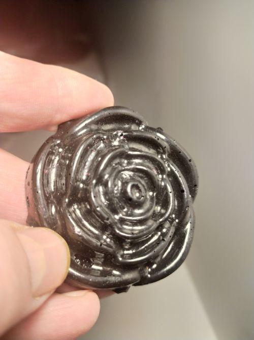 черная роза из пенопласта