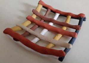 тарелка из полимерной глины после окраски
